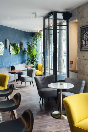 LEEM Wonen hotel in Parijs Andre Latin chairs