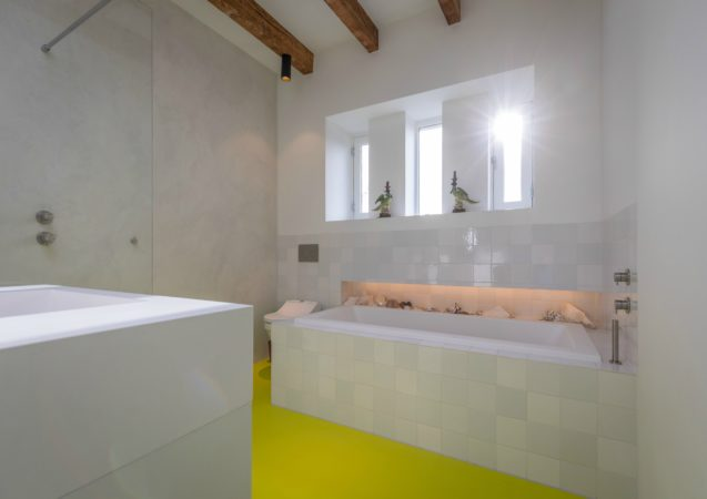 LEEM WONEN lofts Amsterdam bathroom