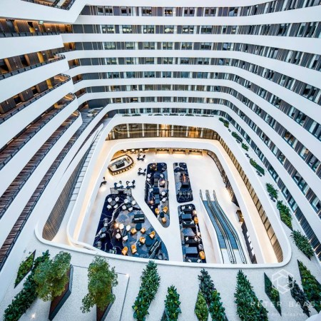 Hilton Hotel Schiphol 2 by Peter Baas