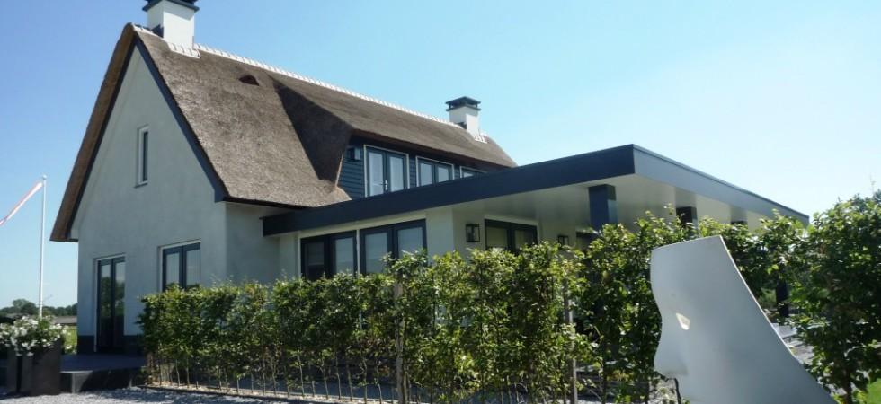 Boxxis villa rieten dak architecten