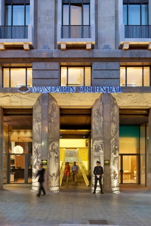 LEEM Wonen Barcelona Mandarin Oriental entrance