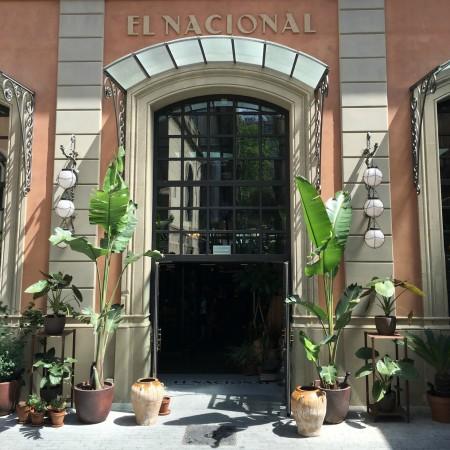 LEEM Wonen Barcelona kust El Nacional entrance