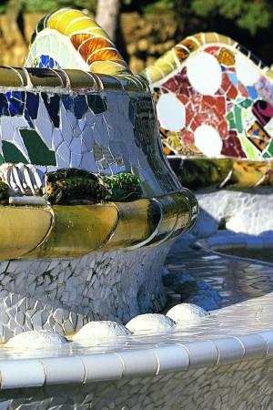 LEEM Wonen Barcelona kust Gaudi Parc Guell mosaic