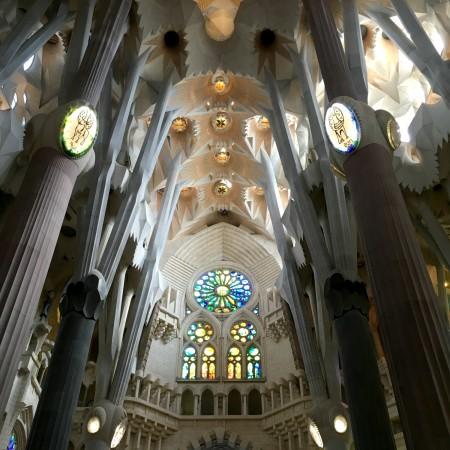 LEEM Wonen Barcelona kust Gaudi Sagrada Familia ceiling
