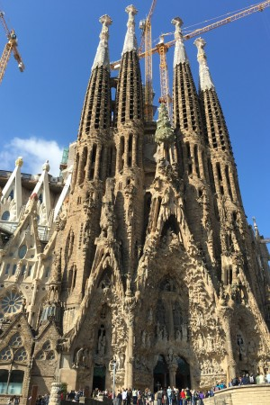 LEEM Wonen Barcelona kust Gaudi Sagrada Familia entrance