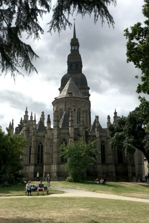 LEEM Wonen Bretagne Dinan basiliek church