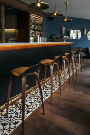 LEEM Wonen hotel in Parijs Andre Latin bar stool