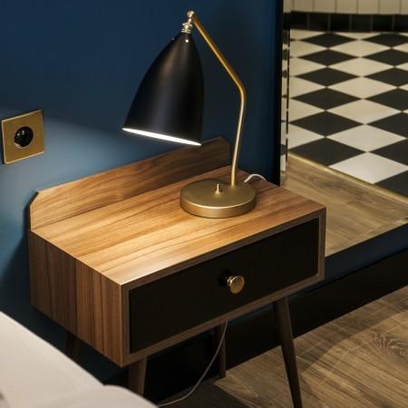 LEEM Wonen hotel in Parijs Andre Latin nightstand