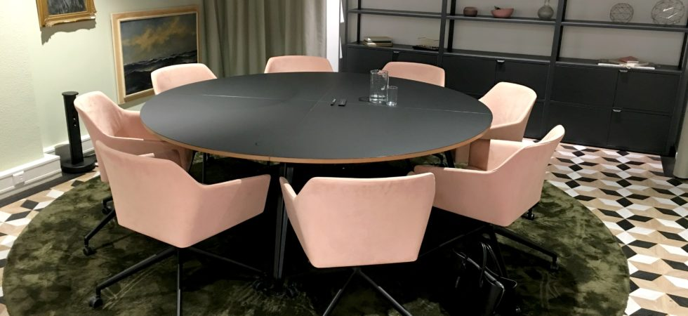 LEEM WONEN Ahrend Design Hub vergaderzaal