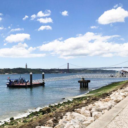 LEEM WONEN Lissabon Taag en Ponte 25 de Abril