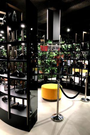 LEEM WONEN Piet Boon Omoda flagshipstore walk in closet